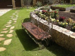 Кованые лавочки для дачи и сада